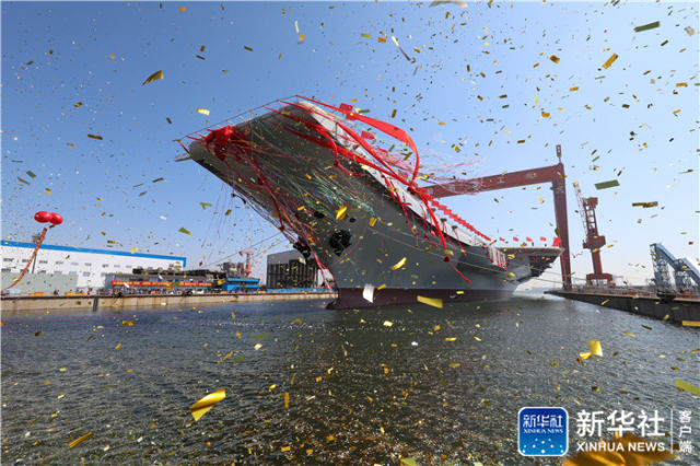 ↑图为航空母舰下水仪式现场。新华社记者 李刚 摄