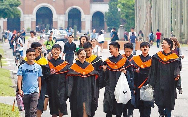 到大陆的学生数量爆增,在台湾念大学已未必是精英高中生升学的首选。