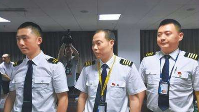 3U8633航班机长刘传健