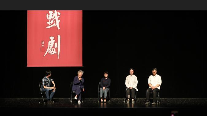 演出后,编剧万方携手主演孔维、冯宪珍与观众进行演后谈 高尚/摄