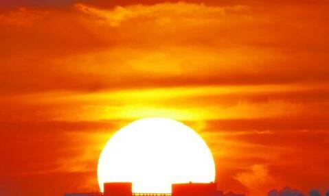 昨日傍晚,夕阳如火。