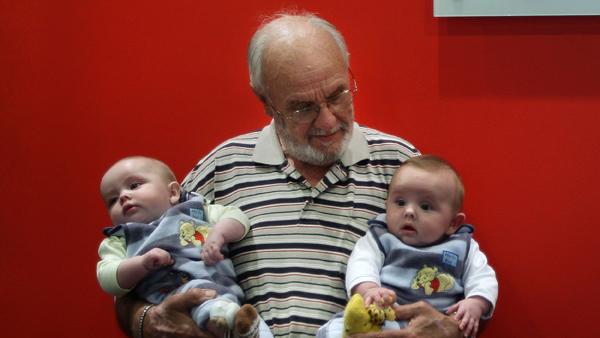 Un Australien sauve 2,4 millions de bébés grâce à 1 172 dons du sang