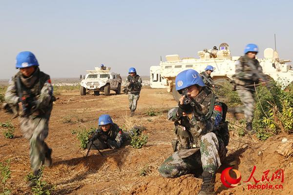 针对南苏丹朱巴复杂严峻的安全形势,维和步兵营组织应急演练。