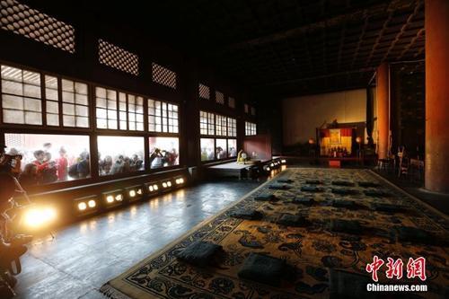 资料图:北京故宫六大宫殿百年来首次亮灯。