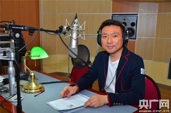 康辉录制中小学语文示范诵读课文《皇帝的新装