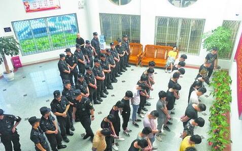 民警抓获该诈骗窝点27名嫌疑人