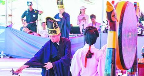 去年龙舟文化节上的端午祭祀大典。 (林志杰摄)