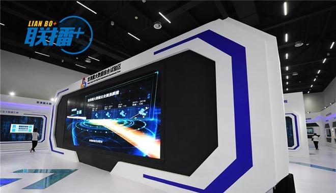 2017年5月18日,位于河北省廊坊市润泽国际信息港的京津冀大数据创新应用中心正式投入运营,并面向公众开放。(图片来源:新华社)