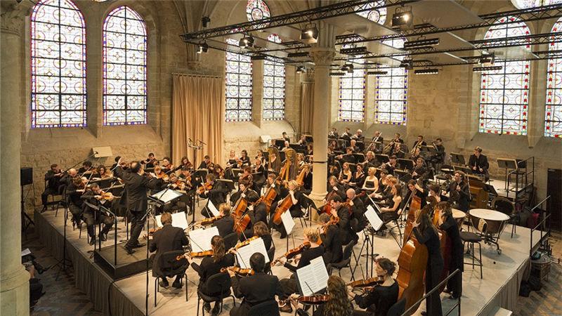 """乐团音乐家们使用的乐器也都是来自于20世纪初的""""历史乐器"""""""