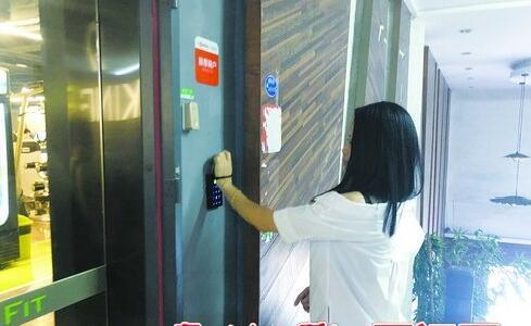 这种24小时健身房配有门禁系统