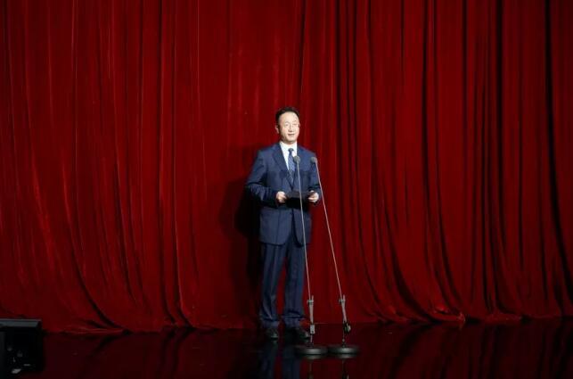 国家广播电视总局副局长范卫平致辞