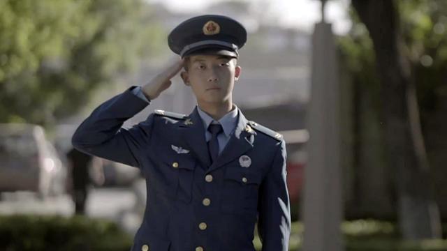 """向祺 空军 """"拿到本硕博连读的通知书后,我选择从军报国, 年轻的时候吃点苦是没有错的"""""""