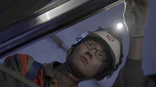 """王哲 地铁电力工程维修师 """"高考不是人生中的重要阶段结束,而是开始"""""""