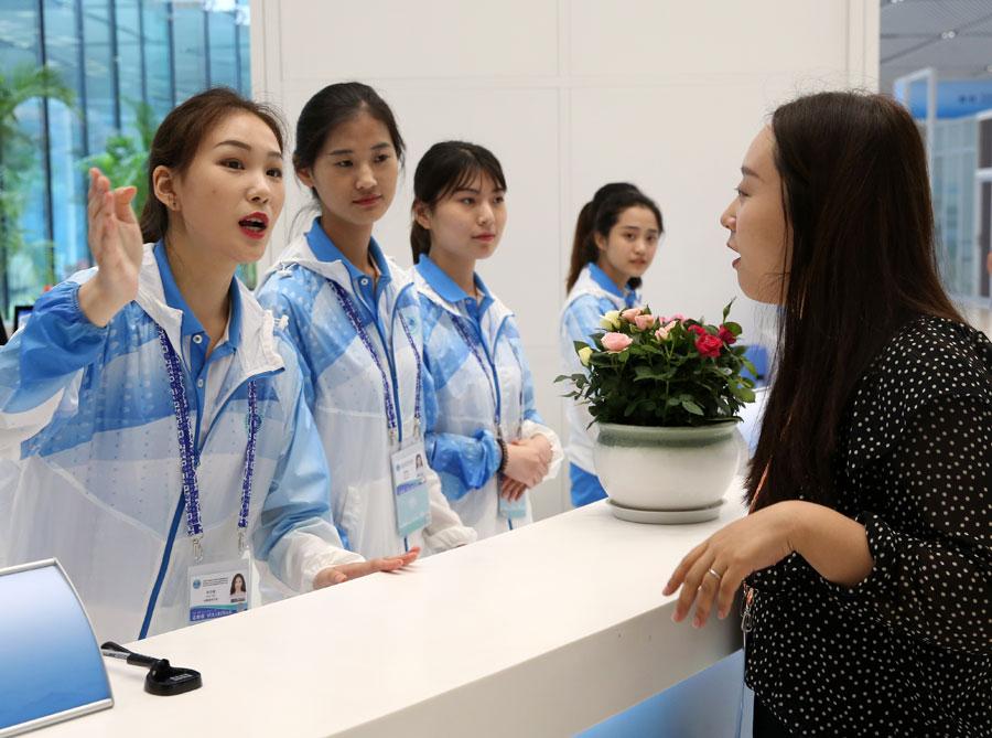 Sommet de l'OCS : les bénévoles offrent aide et chaleur aux invités