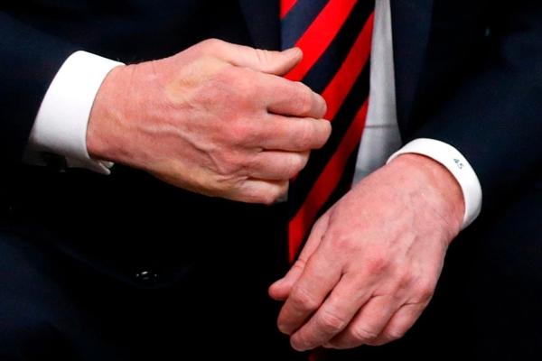 这次G7峰会,马克龙将特朗普攥出了白手印