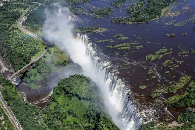 2014年2月17日从空中俯瞰的津巴布韦维多利亚瀑布。
