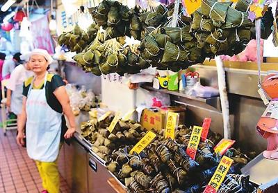资料图:台北南门市场售卖的粽子。新华社记者 刘军喜 摄