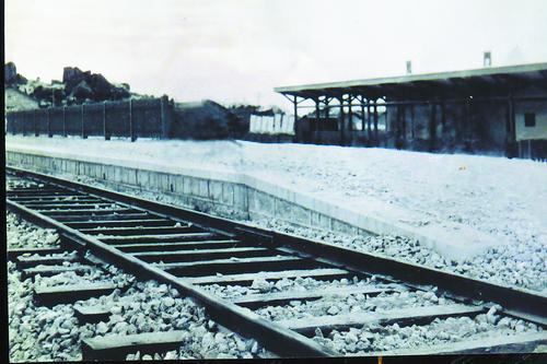 最早建成的厦门站是全木结构,像个小木棚。(资料图)