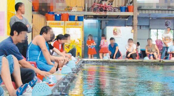 图为非验出超标钓虾场