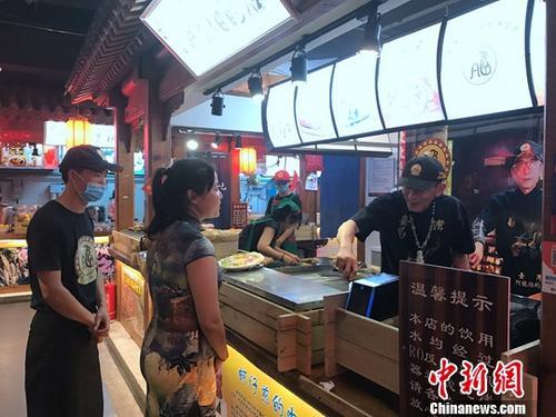 资料图:台湾高雄夜市小吃进驻北京。