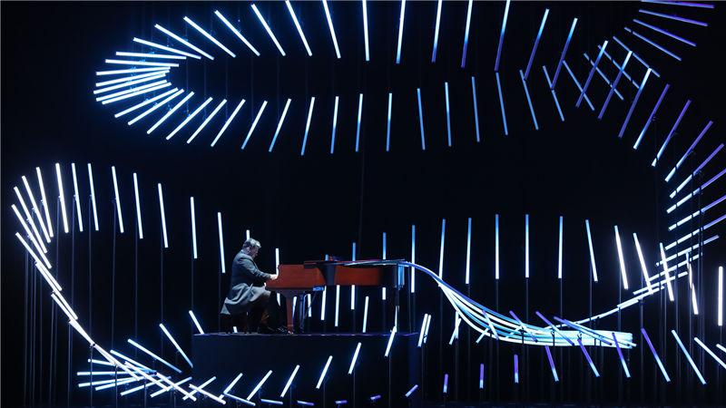 《对话·寓言 2047》既是一次艺术上的全新探索,也是一场关于人性与科技的对话 高尚/摄
