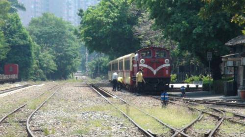 阿里山火车通车前夕,试车时和日前邮轮列车,都发生机关车(火车头)故障