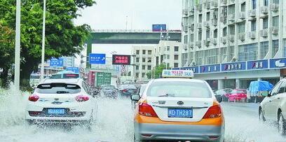 昨日上午路面积水。