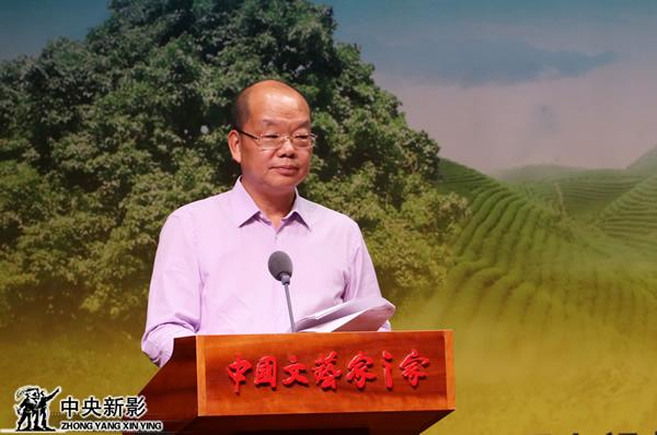 亚洲微电影艺术节组委会常务主席、中国电视艺术家协会?#20540;?#32452;成员、副秘书长范宗钗主持