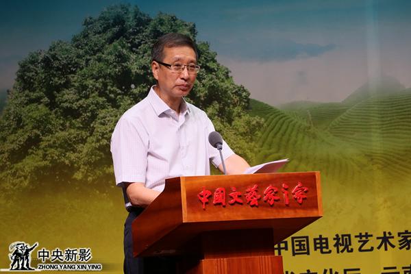 亞洲微電影藝術節組委會名譽主席、中國文聯副主席、中國電視藝術家協會主席胡占凡