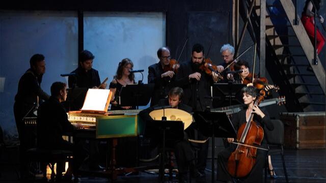 演出开场,法国繁盛古乐团的小型乐队在舞台一侧进行演奏王小京/摄