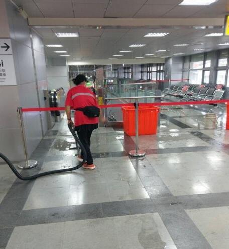 屏东火车站漏雨