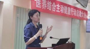 """图为北京医院老年医学部病房主任、""""医养结合主动健康行动""""负责人齐海梅"""