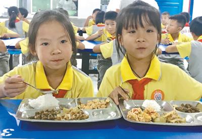 营养改善计划让农村义务教育学生受益