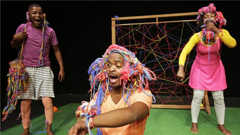 南非磁石剧院肢体剧《啊哈》把小观众们卷进羊毛的奇妙世界