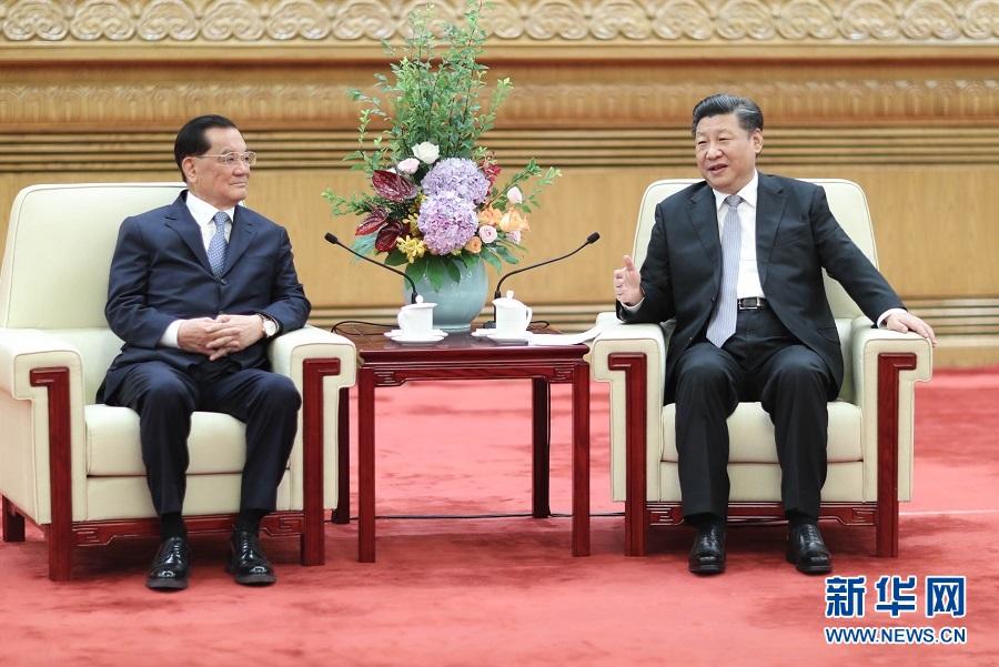 7月13日,中共中央总书记习近平在北京人民大会堂会见中国国民党前主席连战率领的台湾各界人士参访团。 新华社记者鞠鹏摄