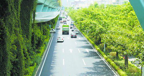 云顶路部分路段沥青摊铺已经完成,路面颜值和行车舒适度大大提升。
