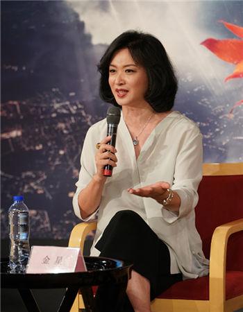 金星在发布会现场阐释作品王小京/摄