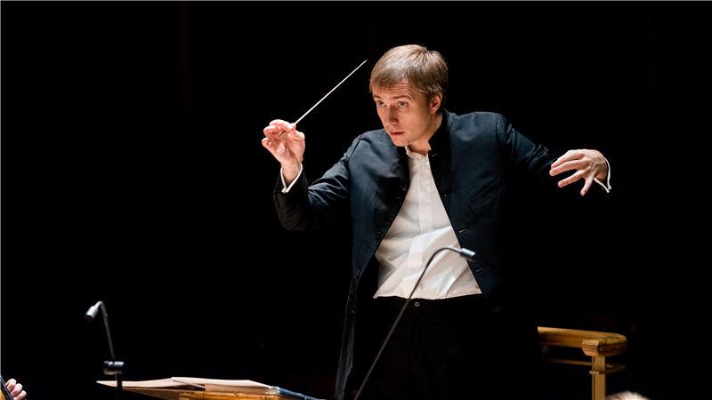 乐团音乐总监、著名指挥家瓦西里·佩特连科