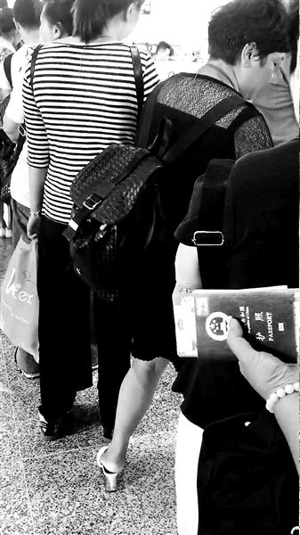 中国游客入境越南被索小费 拒交遭海关人员刁难