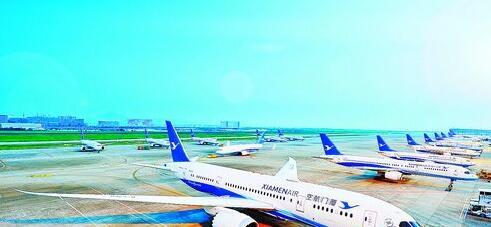 厦航使用纯波音机队。目前拥有200架飞机,平均机龄不到5年。
