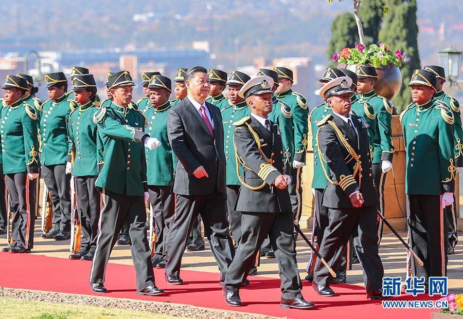 7月24日,国家主席习近平在比勒陀利亚同南非总统拉马福萨举行会谈。会谈前,拉马福萨为习近平举行隆重欢迎仪式。 新华社记者 谢环驰 摄