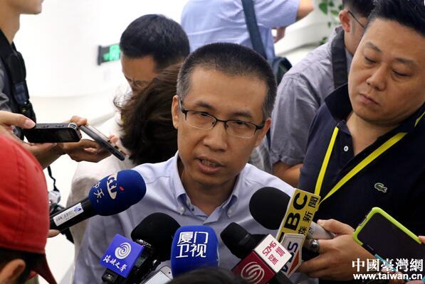 中广核集团文化宣传中心主任黄晓飞接受记者采访。(中国台湾网 尹赛楠 摄)