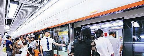 地铁的开通,将为人们的生活带来极大便利。