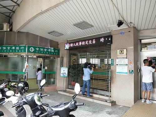 事发银行。台湾媒体摄