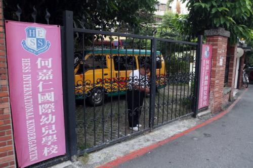 事发幼儿园门口。台湾媒体摄影