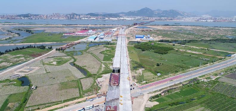 建设中的跨海大桥东引桥,远处即跨海部分。