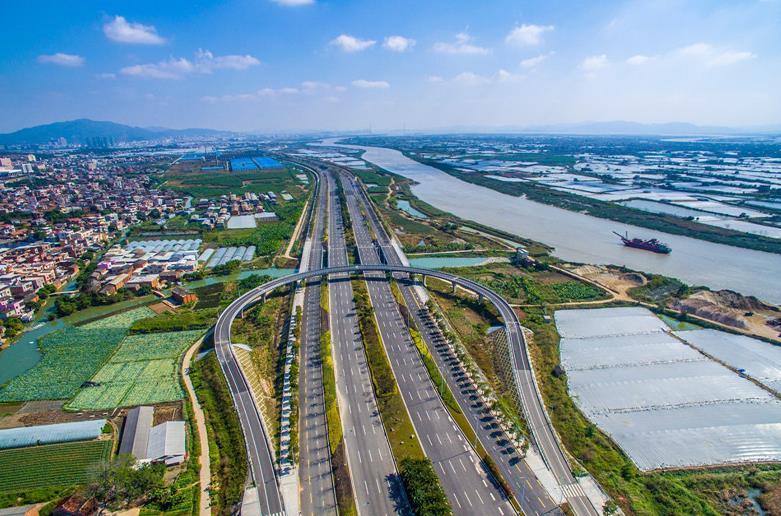 空中俯瞰厦漳同城大道。 福建日报记者 黄如飞 通讯员 庄丁 林龙闻 摄