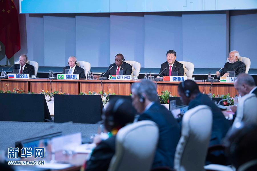 """7月27日,""""金砖+""""领导人对话会在南非约翰内斯堡举行。国家主席习近平出席对话会并发表讲话。 新华社记者 李涛 摄"""