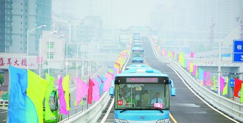 2008年,厦门BRT快速公交通车典礼
