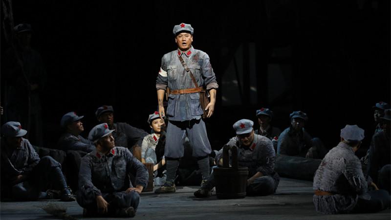 一曲《炊断粮》让观众看到红军对纪律的坚守,对战友的真切关怀以及努力寻求解决办法的机敏与坚韧 王小京/摄